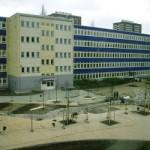 Haus 1 und der Schulhof