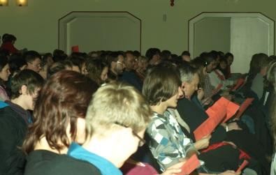 Das Publikum singt mit